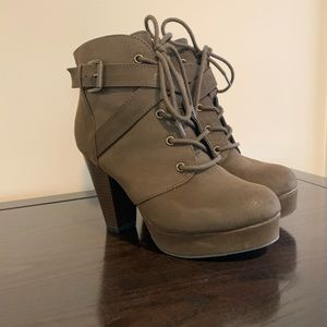PLATFORM LACE UP ANKLE BOOT